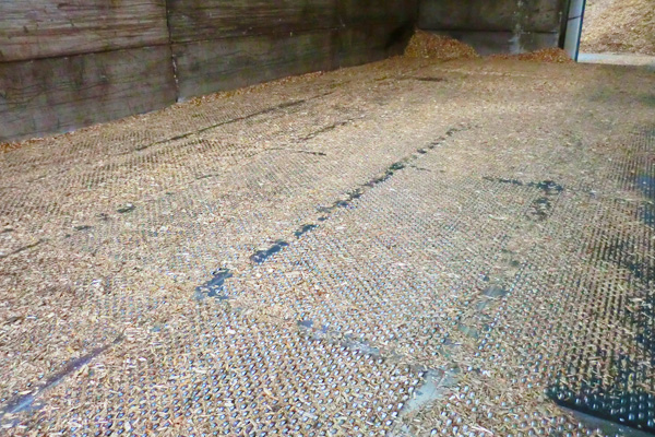 Metal drying floor system to dry wood chip for biomass fuel